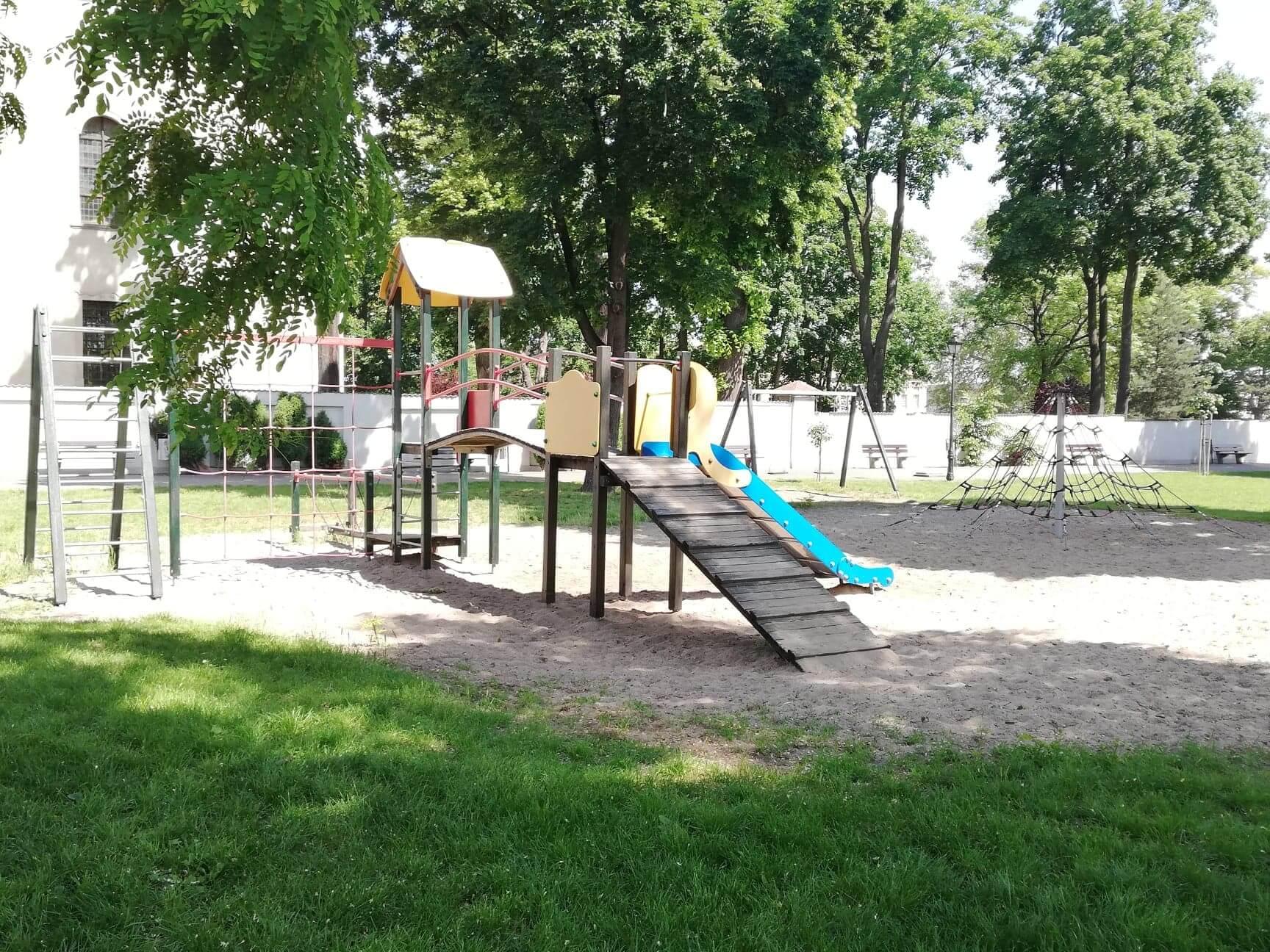 Place zabaw i siłownie zewnętrzne w naszej gminie