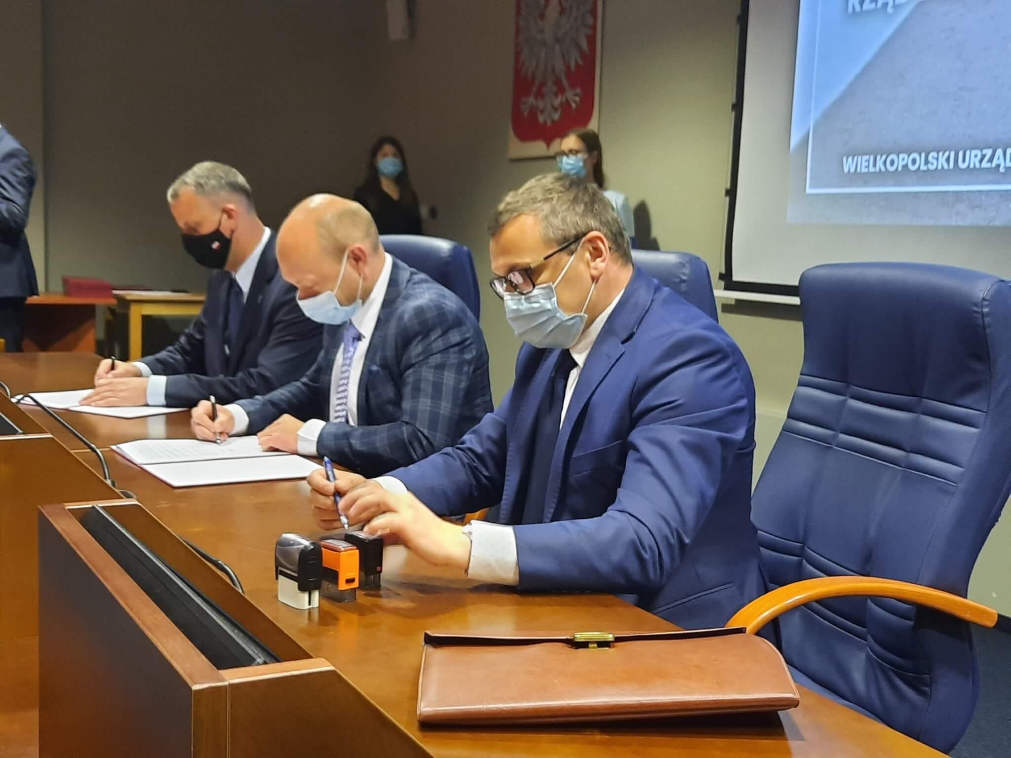 Umowa z Wojewodą na dofinansowanie budowy dróg